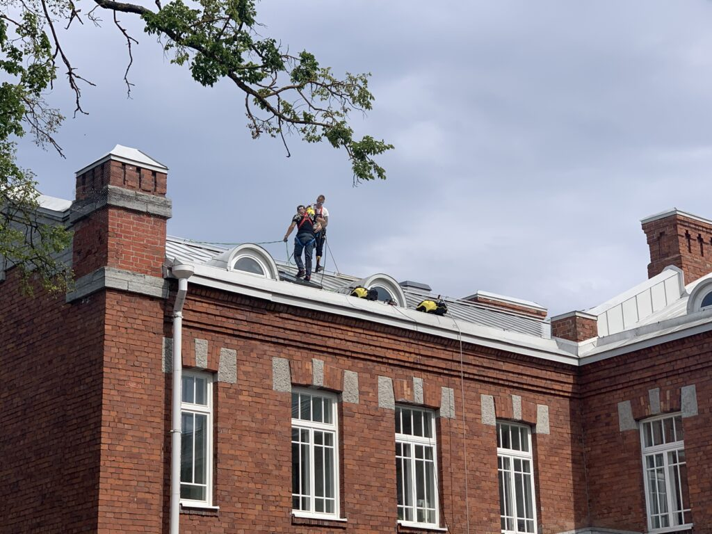 Järve 34a katusepesu ja fassaadiparandustööd