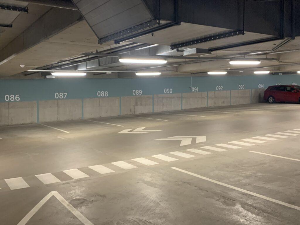 Delta Plaza parkimismaja tasandite värvimistööd