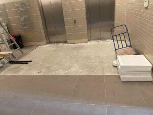 Sõpruse Ärimaja sissepääsude ja liftihallide ümberehitustööd.
